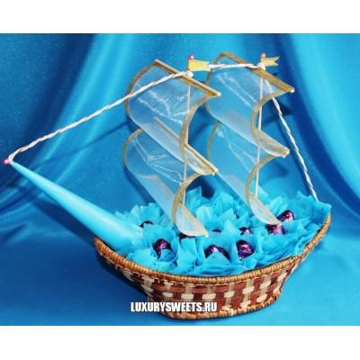 Корабль из конфет Синева