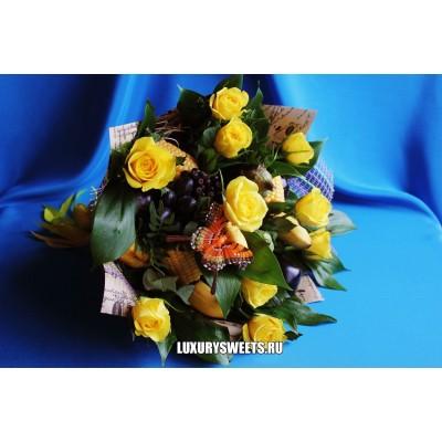Букет из фруктов, овощей и роз Арлекин