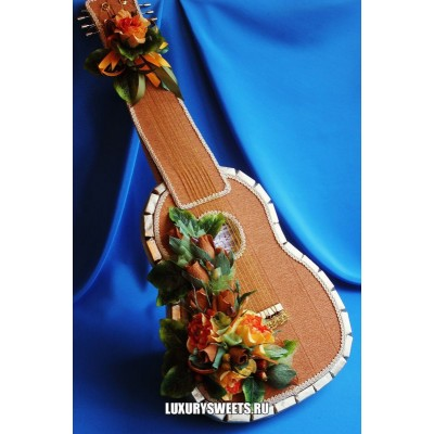 Композиция из конфет Сладкая Арт гитара